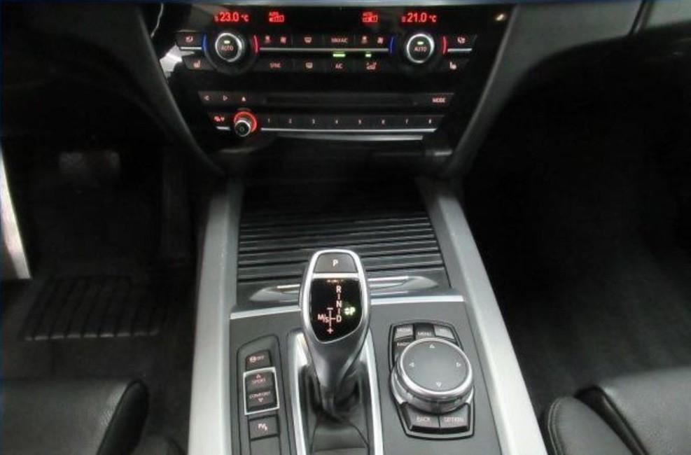 BMW X5  230 CP   - 30504 €,   152174 km,  anul 2015,  culoare negru