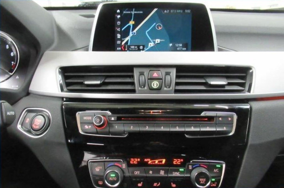 BMW X1  190 CP   - 30939 €,   14607 km,  anul 2018,  culoare negru