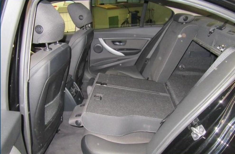 BMW 320  184 CP   - 16500 €,   141309 km,  anul 2015,  culoare negru