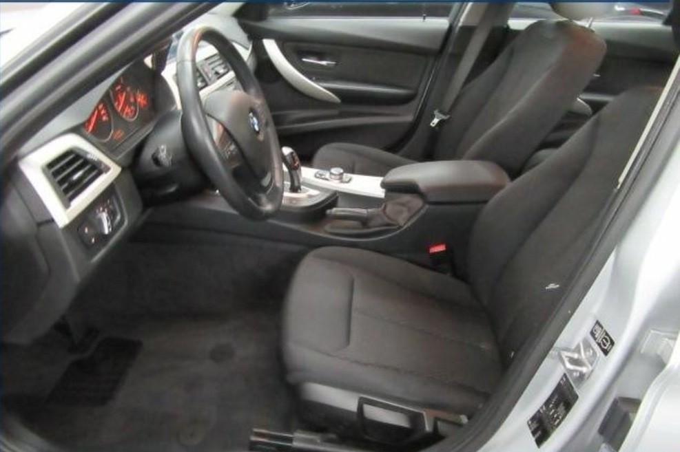 BMW 320  184 CP   - 17260 €,   58936 km,  anul 2014,  culoare argintiu