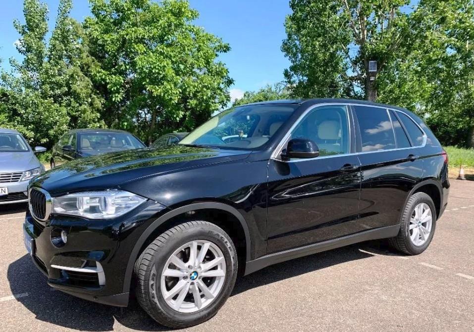 BMW X5  258 CP   - 32000 €,   45000 km,  anul 2015,  culoare negru