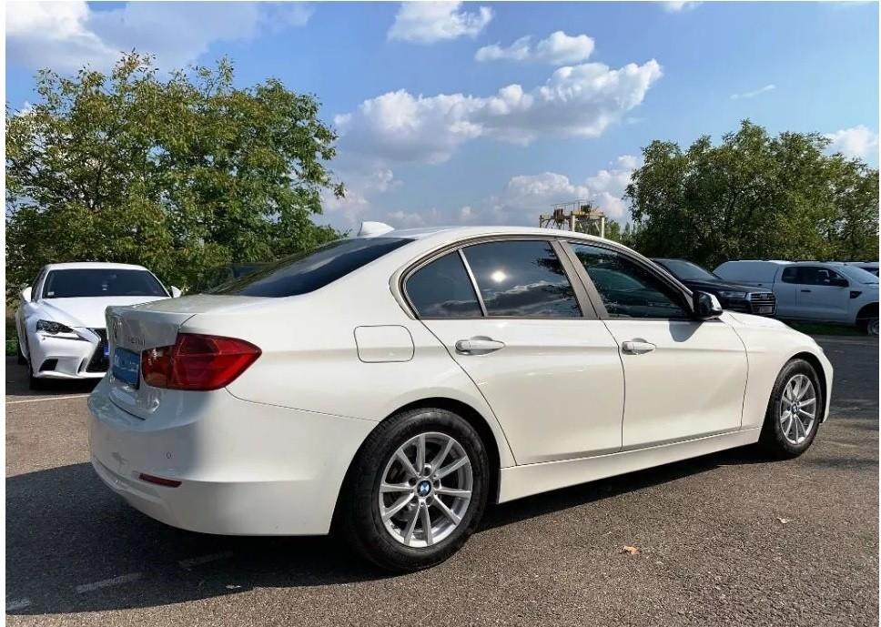 BMW 320  163 CP   - 18500 €,   117000 km,  anul 2015,  culoare alb
