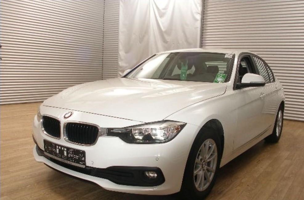BMW 320  190 CP   - 19067 €,   123252 km,  anul 2016,  culoare alb
