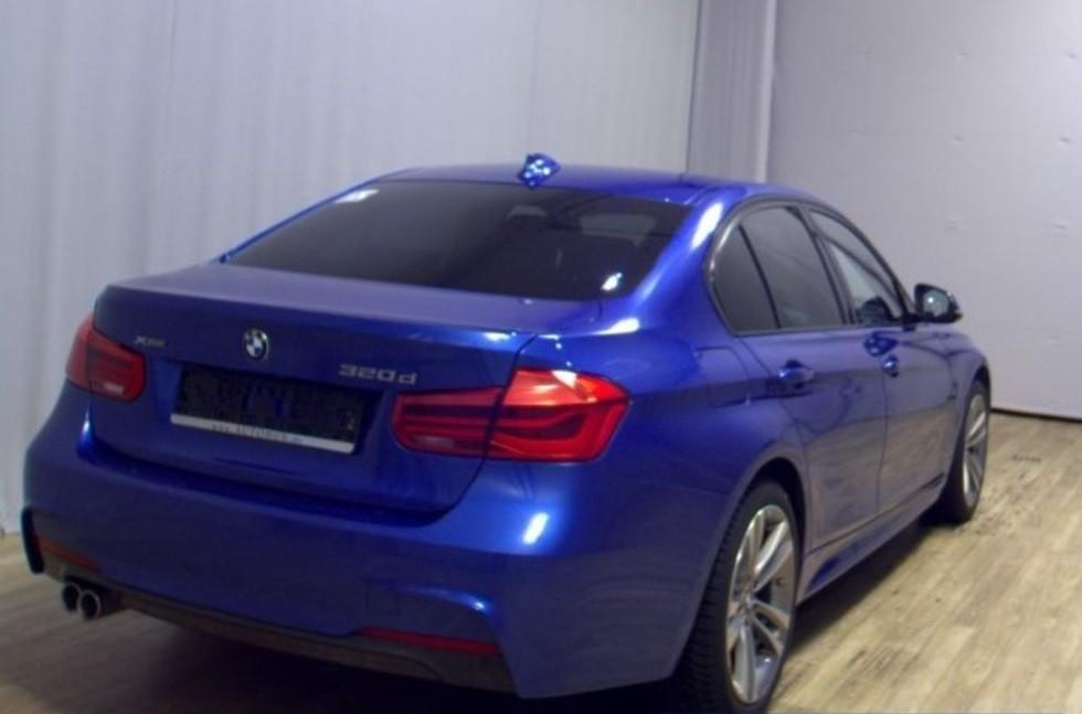 BMW 320  190 CP   - 24764 €,   99480 km,  anul 2016,  culoare albastru