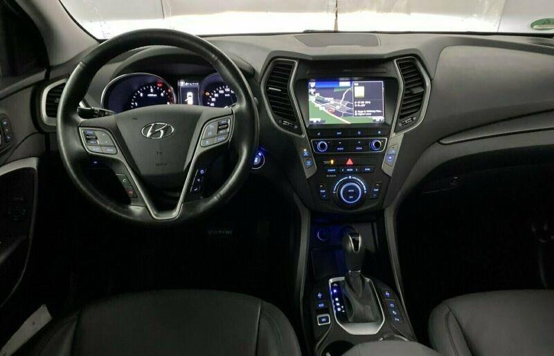 Hyundai Santa Fe  200 CP   - 23990 €,   78150 km,  anul 2017,  culoare albastru