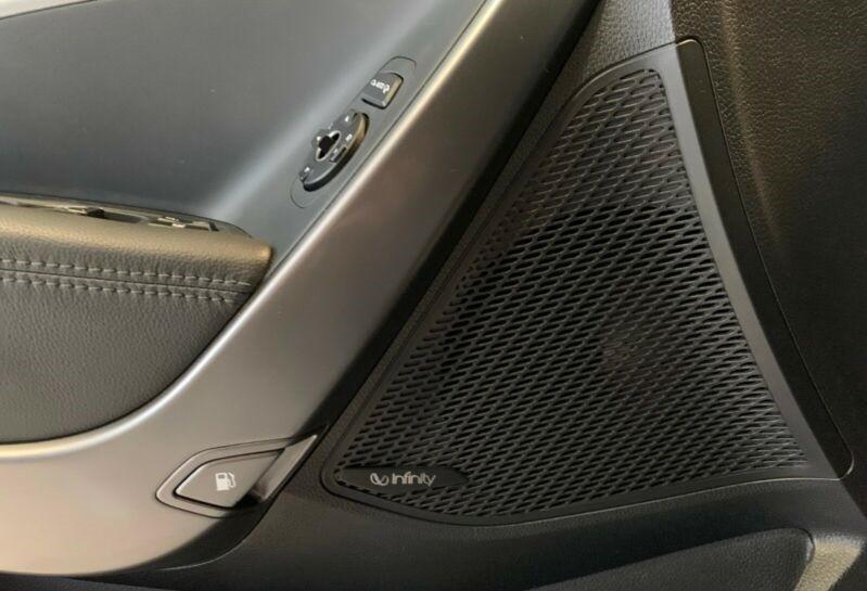 Hyundai Santa Fe  200 CP   - 26500 €,   79600 km,  anul 2017,  culoare negru