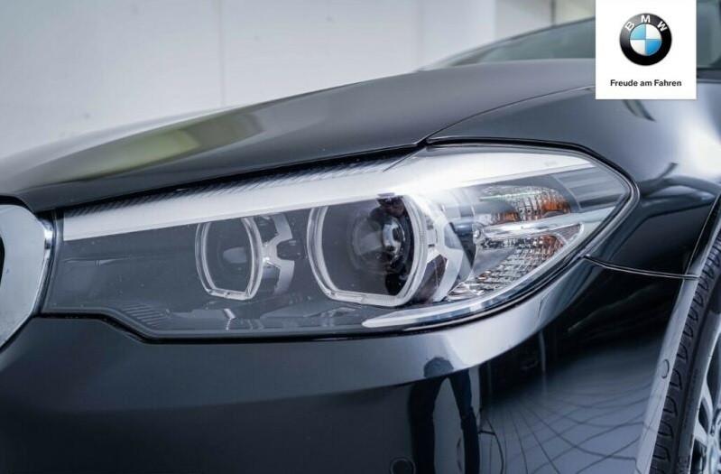 BMW 530  265 CP   - 36500 €,   122300 km,  anul 2017,  culoare negru