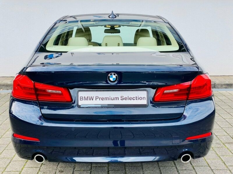 BMW 530  265 CP   - 36800 €,   102700 km,  anul 2017,  culoare albastru