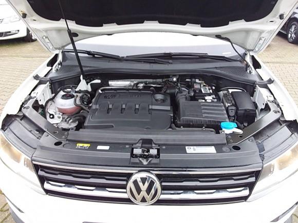 Volkswagen Tiguan  150 CP   - 19990 €,   133500 km,  anul 2017,  culoare alb