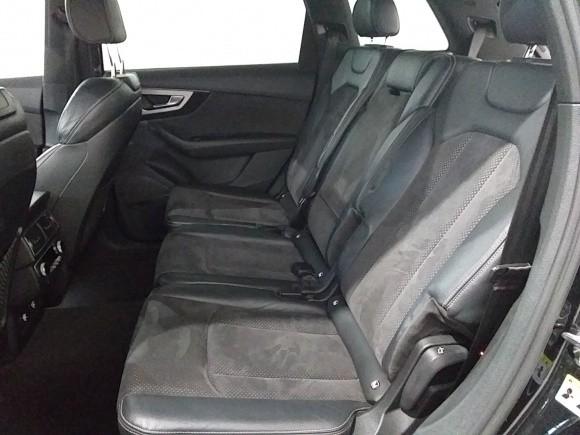 Audi Q7  272 CP   - 47990 €,   67900 km,  anul 2018,  culoare negru