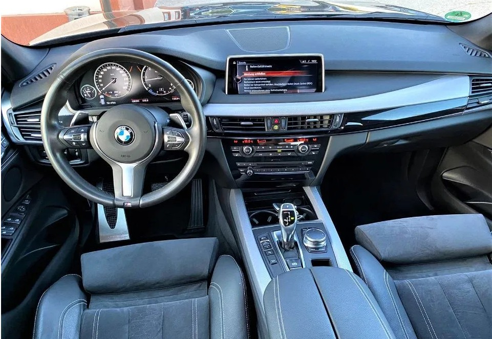 BMW X5  265 CP   - 36176 €,   136500 km,  anul 2017,  culoare albastru